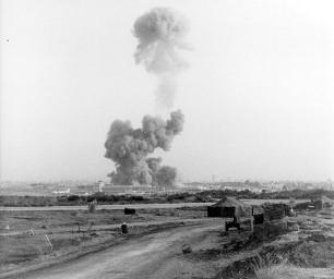 Beirut_barracks_bombing_in_1983_by_hizbu_1
